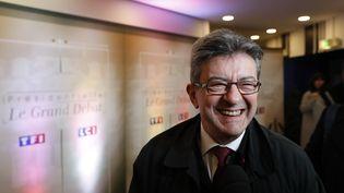 Jean-Luc Mélenchonarrive sur le plateau de TF1 pour participer au débat présidentiel, lundi 20 mars 2017. (PATRICK KOVARIK / POOL / AFP)