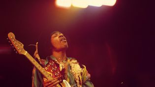 Jimi Hendrix en concert le 24 février 1969 au Royal Albert Hall de Londres (Grande-Bretagne).  (DAVID REDFERN / REDFERNS/ GETTY)