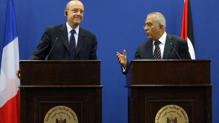 Alain Juppé avec le premier ministre palestinien (2 juin 2011) à Ramallah (AFP/ABBAS MOMANI)