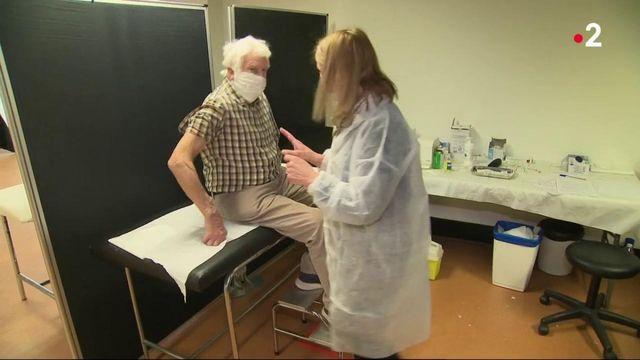 Vaccin contre le Covid-19 : début de la campagne pour les plus de 75 ans