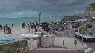 Le tournage de la série Arsène Lupin, avec Omar Sy, a lieu à Étretat. (FRANCE 2)
