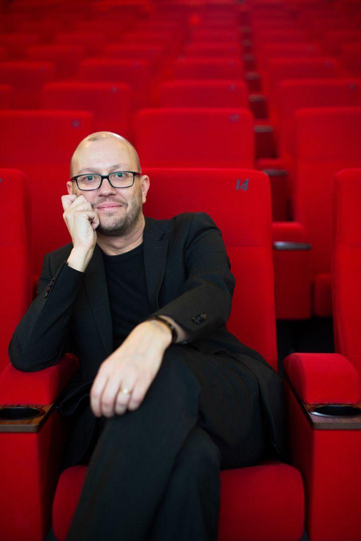 Arnaud Surel est le directeur du cinéma Pathé La Villette. Il est à l'origine de l'ouverture d'une salle 4DX dans ce cinéma  (Cinéma Gaumont Pathé)