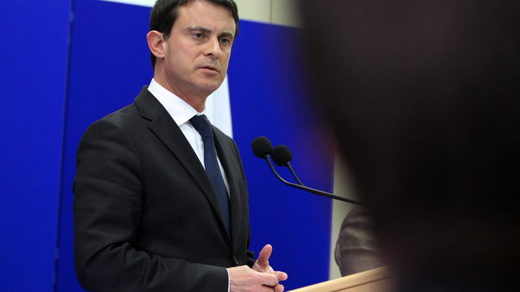 Le ministre de l'Intérieur, Manuel Valls, lors d'une conférence de presse à Ajaccio (Corse-du-Sud), le 15 novembre 2012. (PASCAL POCHARD-CASABIANCA / AFP)