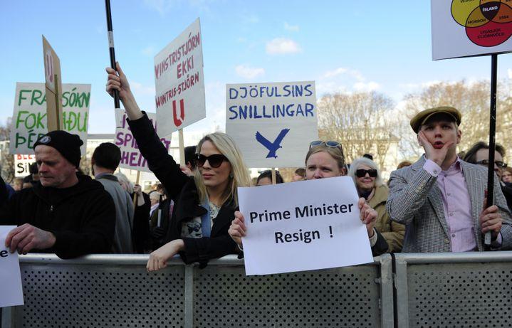 """Des Islandais réclament la démission de leur Premier ministre, lundi 4 avril 2016, en plein scandale des """"Panama Papers"""". (? STRINGER . / REUTERS / X80002)"""