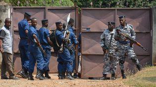 Des agentsde police du Burundi, àBujumbura, le 13 juillet 2016. (ONESPHORE  NIBIGIRA / AFP)