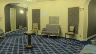 Le premier étage de l'hôtel Carlton de Lille (Nord), le 9 février 2015. (FABIEN MAGNENOU / FRANCETV INFO)