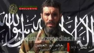 Le chef jihadiste Mokhtar Belmokhtar, dans une vidéo de propagande diffusée en janvier 2013. (REUTERS TV)