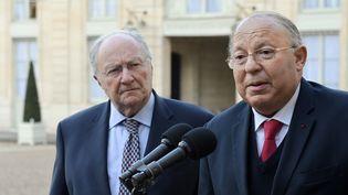 Roger Cukierman et Dalil Boubakeur, mardi 24 février 2015, devant le palais de l'Elysée, à Paris. (ERIC FEFERBERG / AFP)