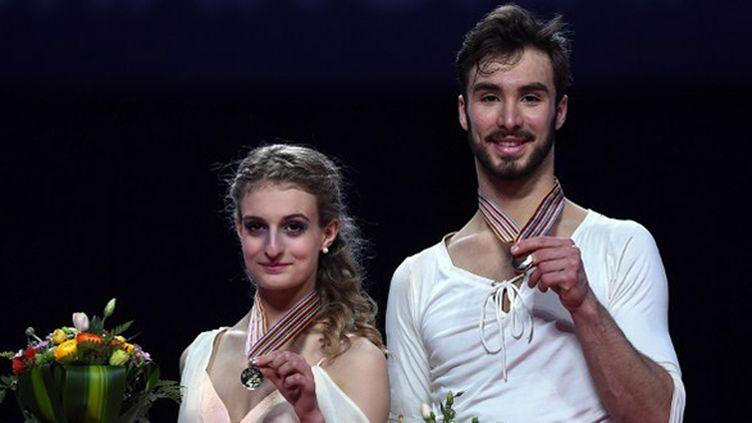 La médaille d'or des Mondiaux 2015 autour du cou pour Gabriella Papadakis et Guillaume Cizeron