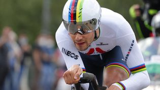 Filippo Ganna (Ineos-Grenadiers), vainqueur de la première étape du Giro 2021 samedi 8 mai. (LUCA BETTINI / AFP)
