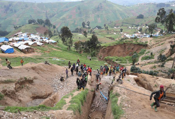 Une mine de coltan à Birambo dans la province du Nord-Kivu en RDC. (GORAN TOMASEVIC / REUTERS)