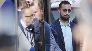 Alexandre Benalla, alors chargé de mission à l'Elysée, à côté du bus de l'équipe de France de football, à son arrivée à l'aéroport de Roissy-Charles-de-Gaulle, le 16 juillet 2018. (THOMAS SAMSON / AFP)