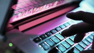 Les députés ont adopté en première lecture, le 15 avril 2015, un système de surveillance des données internet, dans le cadre du projet de loi sur le renseignement. (ABO / AFP)