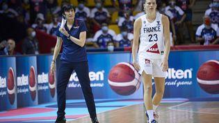 Valérie Garnier et ses joueuses sont de retour en quarts de finale après leur victoire face à la Russie dimanche. (ANN-DEE LAMOUR / CDP MEDIA)