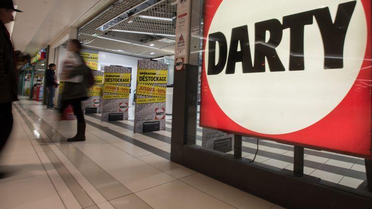 Un magasin Darty, à Paris, le 22 avril 2016. (YANN KORBI / CITIZENSIDE / AFP)
