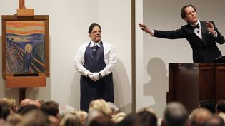 """Vente d'une version du """"Cri"""" d'Edvard Munch chez Sotheby's à New York. Elle est partie pour plus de 119 millions de dollars (2 mai 2012)  (Mario Tama / AFP)"""