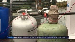 Les salariés de GM&S ont placé des bonbonnes de gaz autour de leur usine. (FRANCE 3)