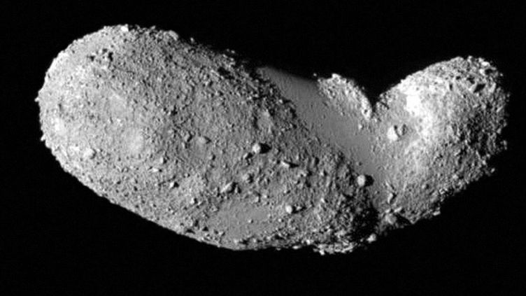 (L'astéroïde Itokawa a une étonnante forme de cacahuète © maxPPP)