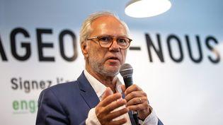 Laurent Joffrin lors d'une conference de presse pour presenter son appel pour une recomposition de la gauche à Paris, le 20 juillet 2020. (AURELIEN MORISSARD / MAXPPP)