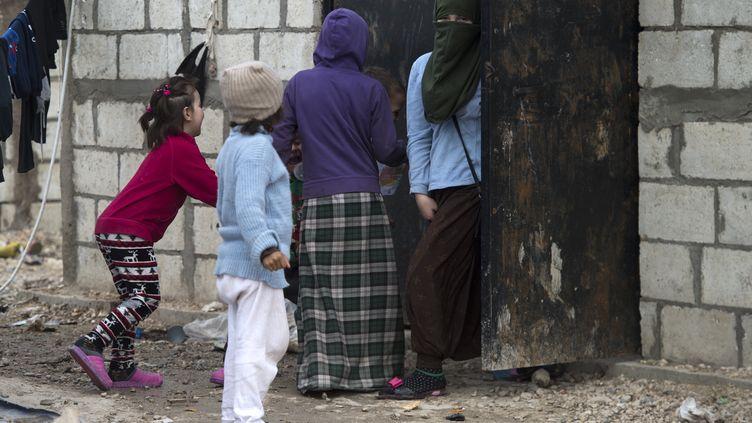 Des enfants étrangers dans le camp d'Al Hol, en Syrie, le 6 février 2019. Photo d'illustration. (FADEL SENNA / AFP)