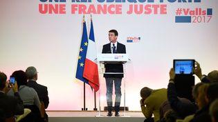 Manuel Valls présente son programme en vue de la primaire de la gauche, le 3 janvier 2017, à Paris. (ALAIN JOCARD / AFP)