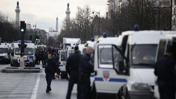 (2.000 policiers et 1.350 militaires seront mobilisés dans le cadre de la marche républicaine prévue ce dimanche à Paris © MaxPPP)