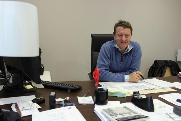 Luc Gambet, dirigeant d'un laboratoire d'analyses médicales, installé sur la zone d'activité Haute-Picardie, le 15 décembre 2014. (MATHIEU DEHLINGER / FRANCETV INFO)