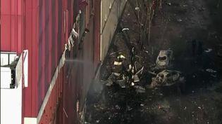 Aux États-Unis, une explosion spectaculaire d'un véhicule a eu lieu vendredi 25 décembre en plein centre-ville à Nashville. (CAPTURE ECRAN FRANCE 2)