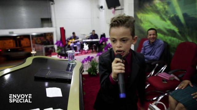 Envoyé spécial. A 10 ans, le plus célèbre enfant-prêcheur du Brésil roule pour Bolsonaro