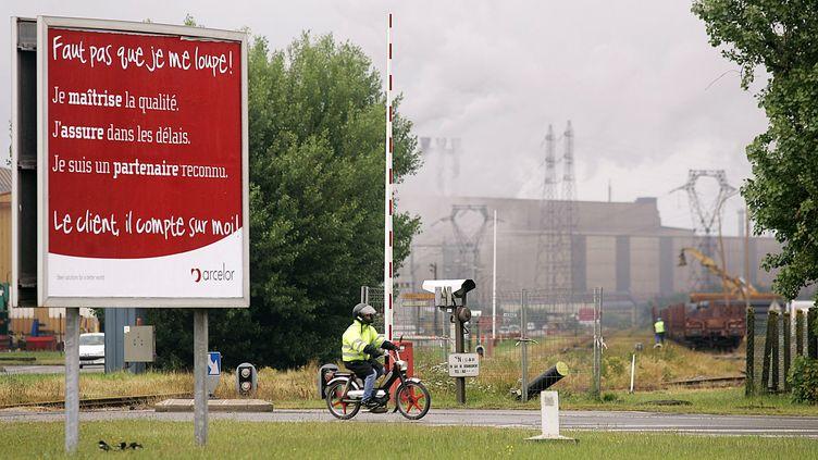 Le site ArcellorMittal de Dunkerque (Nord) en juin 2006. (FRANCOIS LO PRESTI / AFP)