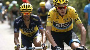 Alberto Contador (gauche) n'a pas pu répondre aux attaques de Christopher Froome sur les pentes du Mont Ventoux (Vaucluse), dimanche 14 juillet. (JOEL SAGET / AFP)