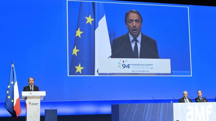 Le président du Sénat, Jean-Pierre Bel, s'exprime devant le Congrès des maires, à Paris,en novembre 2011. (MEHDI FEDOUACH / AFP)