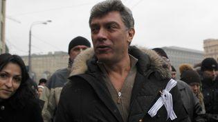 L'un des leaders du bloc d'opposition Liberté du peuple, Boris Nemtsov, participe à la manifestation moscovite contre les fraudes. (ANTON GOBULEV / REUTERS)