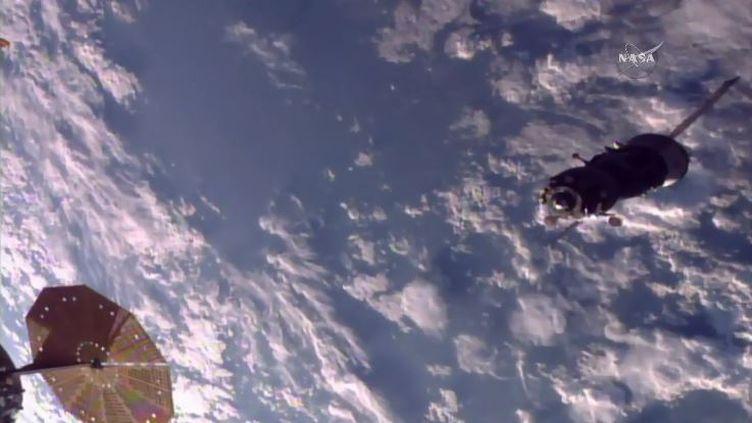 Levaisseau Soyouz, transportant Thomas Pesquet et le Russe Oleg Novistki, sedétache de la Station spatiale internationale, le 2 juin 2017. (NASA)