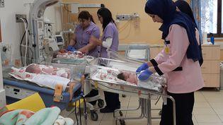 En 2019, 4 700 bébés auront vu le jour àl'hôpital de la Sainte-Famille, géré à Bethléem par l'Ordre de Malte. (FRÉDÉRIC MÉTÉZEAU / FRANCEINFO / RADIO FRANCE)