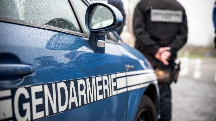 Les gendarmes sont intervenus pour arrêter le beau-père de l'enfant (photo d'illustration). (NICOLAS MESSYASZ/ SIPA)