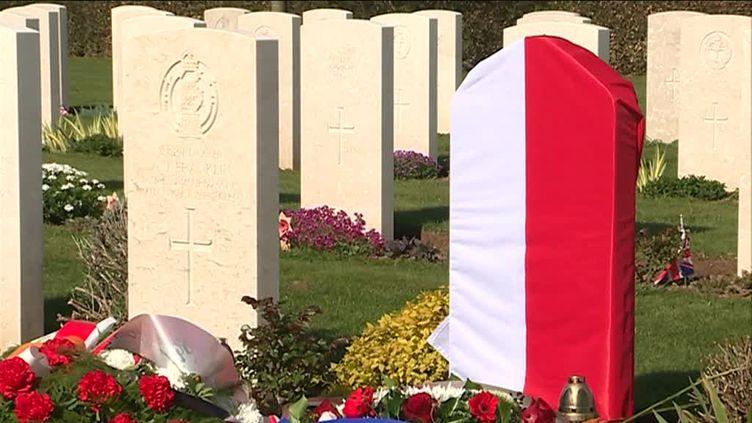 Une cérémonie a rendu hommage à Jan Skuliniec qui, pendant près de 75 ans, a été un soldat inconnu. (G. Le Gouic / France Télévisions)