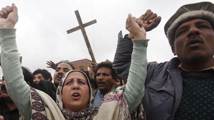 Des membres de la communauté chrétienne manifestent le 16 mars 2015 à Lahore, deuxième ville la plus peuplée du Pakistan, après les attaques contre deux églises.   (REUTERS - Fayaz Aziz)