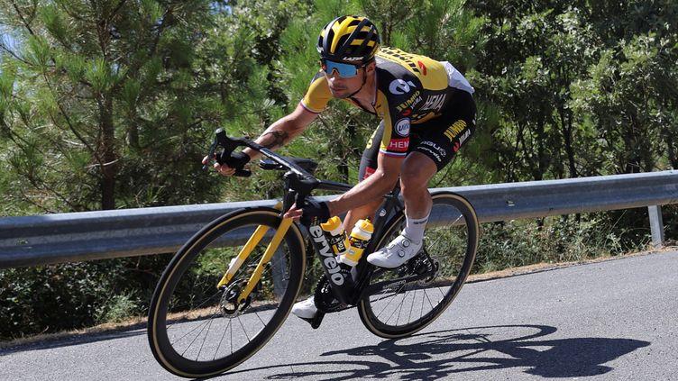 Le SlovènePrimoz Roglic à l'attaque, lors de la 15e étape le 29 août 2021 sur le Tour d'Espagne. (MANUEL BRUQUE / MAXPPP)