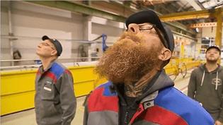 Comment trouver les bons gestes de la santé au travail ? Le cou, les épaules, les jambes sont parfois très sollicités. C'est notamment le cas chez Alstom, dans l'une de ses usines dans le Nord. Là-bas, les employés commencent la journée avec des ateliers d'échauffement musculaire. (FRANCE 3)