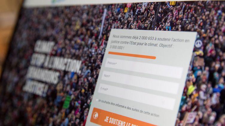"""Lapétition en ligne """"L'Affaire du siècle"""" a recueilli plus de deux millions de signatures en moins d'un mois. (THOMAS SAMSON / AFP)"""