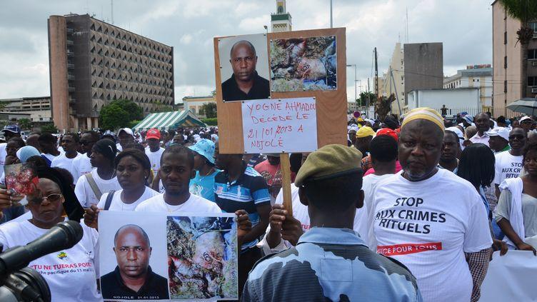 Marche de protestation contre les crimes rituels, le 11 mai 2013 à Libreville. Le gouvernement avait annoncé que des mesures seraient prises pour combattre ce phénomène. (CELIA LEBUR / AFP)