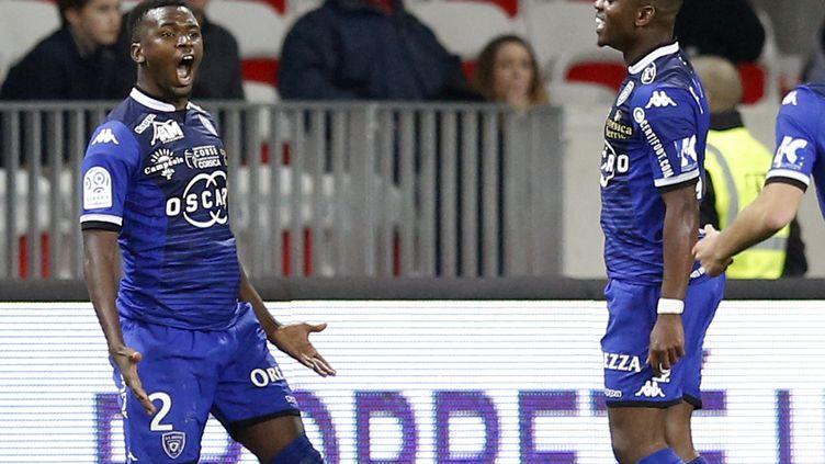 Diallo (à gauche) a lancé les Bastiais d'un coup-franc pleine lucarne. (VALERY HACHE / AFP)