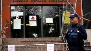 Des coups de feu ont été tirés, sur les portes de la mairie de La Ciotat (Bouches-du-Rhône) , dans la nuit du 27 décembre au 28 décembre 2015. (MAXPPP)