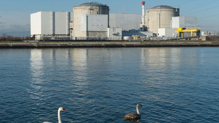 La centrale nucléaire de Fessenheim (Haut-Rhin), le 8 décembre 2015. (PATRICK SEEGER / DPA)