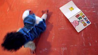 Un enfant dans une crèche (photo d'illustration). (MYCHELE DANIAU / AFP)