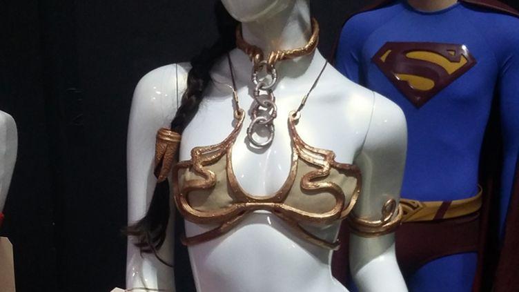 (Le bikini doré de la la princesse Leia faisait partie de 1.900 objets vendus aux enchères © Radio France / Pialat)