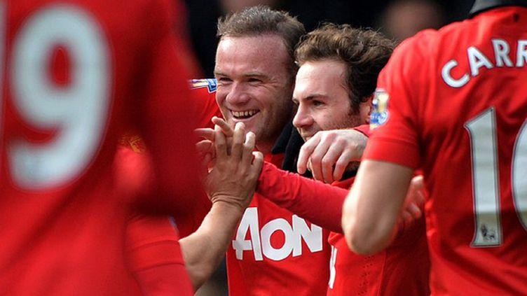 Wayne Rooney et Juan Mata (Manchester United) (PAUL ELLIS / AFP)