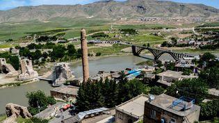 La petite ville turque de Hasankeyf, sur le Tigre, appelée à disparaître.  (ILYAS AKENGIN / AFP)