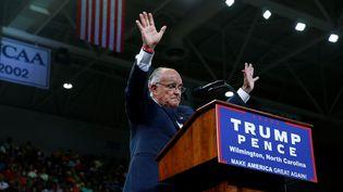 L'ancien maire de New York Rudy Giuliani prend la parole lors d'un meeting de soutien à Donald Trump, le 9 août 2016 à Wilmington (Caroline du Nord). (ERIC THAYER / REUTERS)